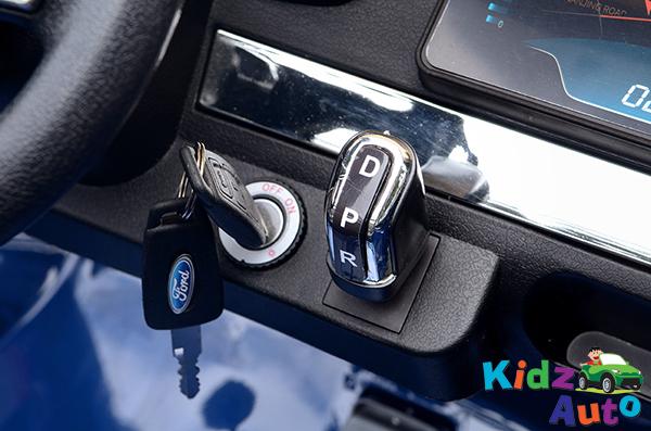 34 KA422 – 2017 Blue Ford – Dashboard – Key Start